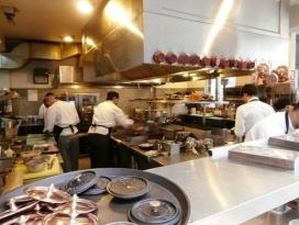 Restaurants de Barcelona donen feina a persones migrades i adolescents desocupats.