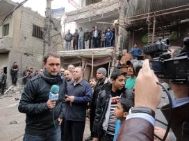 Mikel Ayestaran treballant a Damasc (Síria)
