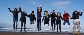 A través de la Fundació desenes de joves catalans i catalanes poden fer experiències en altres països, i nois i noies estrangers fan estades en entitats catalanes