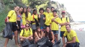 Jornada de voluntariat ambiental dedicada a la retirada de residus a la platja i al mar