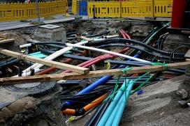 Actualment cada operadora està desplegant la seva pròpia infraestructura de fibra òptica. Imatge: technoloig Llicència d'ús CC BY 2.0