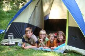 Infants a un campament