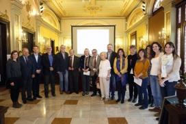 Foto de grup al lliurament del Vè Premi Candi Villafañe. Font: Plana web d'ABD