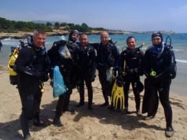 La gran vàlua dels voluntaris submarinistes en les neteges del fons marí (imatge: XVAC.cat)