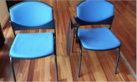 Material d'oficina donat: cadires