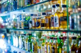 L'alcohol es consolida com la substància que genera més demandes de tractament entre les persones adultes, amb un 45% dels casos.