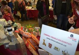 A El Mercat Social es poden trobar més de 25 causes perquè les compres siguin solidàries i originals