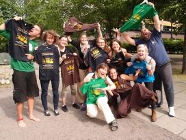 Foto de grup dels voluntaris/àries de la Caravana per la Pau d'SCI