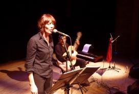 "Espectacle ""Roig"" amb Mònica Lucchetti, Carles Beltran i Llúcia Vives."