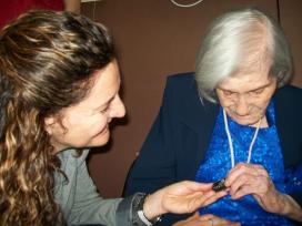 Imatge de la celebració del centenari de la Encarnación, usuaria de la FNSDA