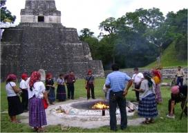 Cerimònia maia a Tikal