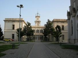 Edifici del centre assistencial creat pel doctor Pujadas, actualment seu de la Cúria de la Província d'Aragó de l'Orde Hospitalari de Sant Joan de Déu