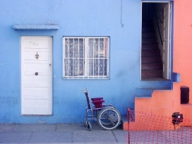 Barreres que troben algunes persones discapacitades. Font: panshipanshi (flickr)
