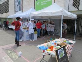 Estands del Dinar Contra el Malbaratament Alimentari a la Plaça Cívica de la UAB (Font: FAS)