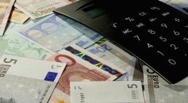 Diners i calculadora. Foto de Portaldelsures a Flickr