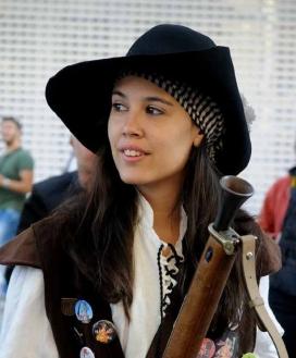 Una noia que participa en aquesta tradició