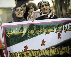 Dones sirianes manifestant-se. flickr.com/photos/syriafreedom2/6834518438/