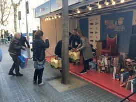 Imatge de l'estand de recollida de joguines de la campanya 'Cap nen sense joguina'