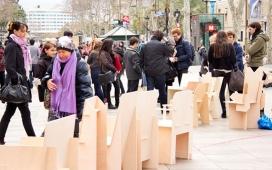 La iniciativa 'Converses a Les Rambles' va instal·la cadires al passeig per convidar la ciutadania a parlar sobre la transformació d'aquest