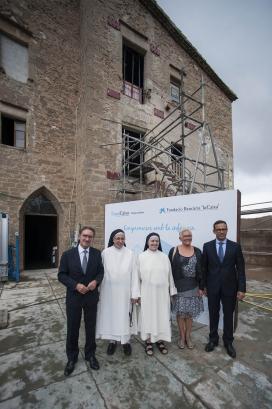 """El director general de la Fundació Bancària """"la Caixa"""", Jaume Giró, i Sor Lucía Caram en la presentació del nou espai a Manresa d'atenció integral a infants en situació de vulnerabilitat."""
