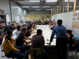 L'equip del projecte TEBVist preparant el proper programa. Font: TEB
