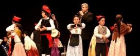 Actuació de l'Esbart Català de Dansaires.