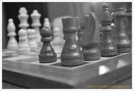 Peces blanques i negres dels escacs. Cooperació_Gabriel Joandet ©_Flickr