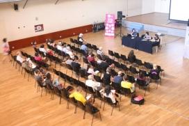 El centre cívic del Prat de Llobregat durant la xerrada sobre l'impacte de l'economia solidària en les comunitats locals