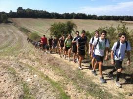 Alumnes de Ginebró fent una sortida al camp