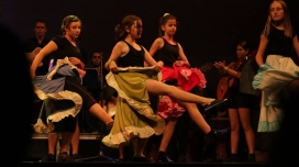 Xamfrà és un centre amb finalitats socioeducatives i d'inclusió social a través de la música, el teatre i la dansa.