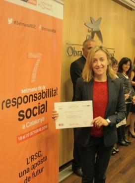 L'Anna Corbella mostrant l'Etiqueta Responsable