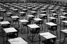 L'aula buida esperant els alumnes