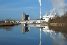 Fàbrica industrial, una de les causes de la contaminació dels rius. Font: Pixabay