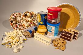 Productes amb excés en greixos, sucres i sal. Font: Wikipedia
