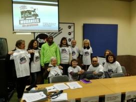 Presentació de la campanya amb samarretes estampades.