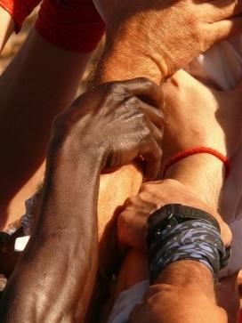 mans fent pinya -http://www.flickr.com/photos/calafellvalo