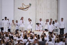 Ceremònia de la signatura de l'acord de pau a Colòmbia. Font: Wikipedia