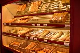Un forn amb diferents tipus de pa