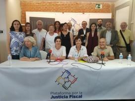 Membres de la Plataforma por la Justicia Fiscal, una de les entitats que fan pressió per impulsar mesures de transparència