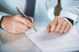 Signatura d'un document. Font: Yahoo Finanzas