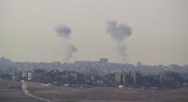 Columnes de fum després de bombardejos