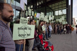 Protestes el 2009 per la proliferació de camps de golf (imatge: llibertat.cat)