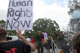Manifestació demanant respecte pels drets humans a Melbourne. Font: Takver, Flickr