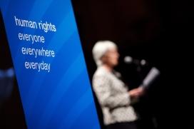 Segons de Zayas, l'autodeterminació és un dret fonamental que la comunitat internacional hauria d'ajudar a implementar.