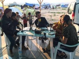 La iniciativa sorgeix d'un grup de persones vinculades al món de la comunicació que es van trobar als camps de refugiats de la frontera entre Macedònia i Grècia / Foto: Lara Costafreda