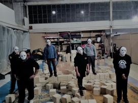 L'equip de Circ Bombeta assajant el 13 de novembre a Can Fugarolas. Font: Júlia Hinojo