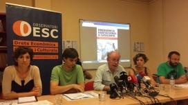 Membres de l'Observatori DESC presentant un informe