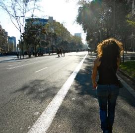 Jove caminant_la veu de Nanuk_Flickr