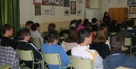 Joves a l'aula. Font: DefensAnimal.org (Flickr)