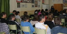 Joves a l'aula. Font:DefensAnimal.org